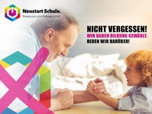 Poster: Nicht vergessen, Älterer Mann beim spielerischen Armdrücken mit einem kleinen Jungen